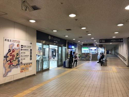 名鉄バスセンターの切符売り場、コンビニ
