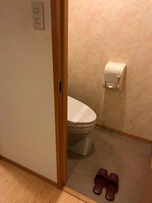 飛騨古川スペランツァホテルの和室タイプの客室のトイレ