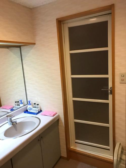 飛騨古川スペランツァホテルの和室タイプの客室の浴室のドア