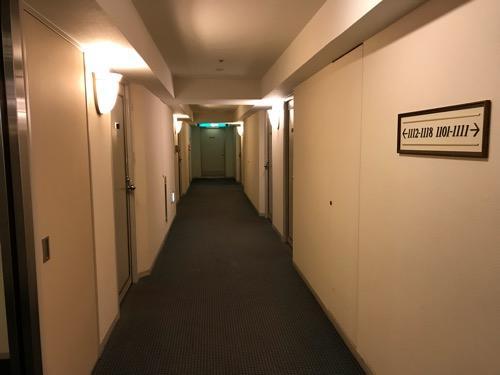 ホテルニューオータニ高岡の客室前の通路