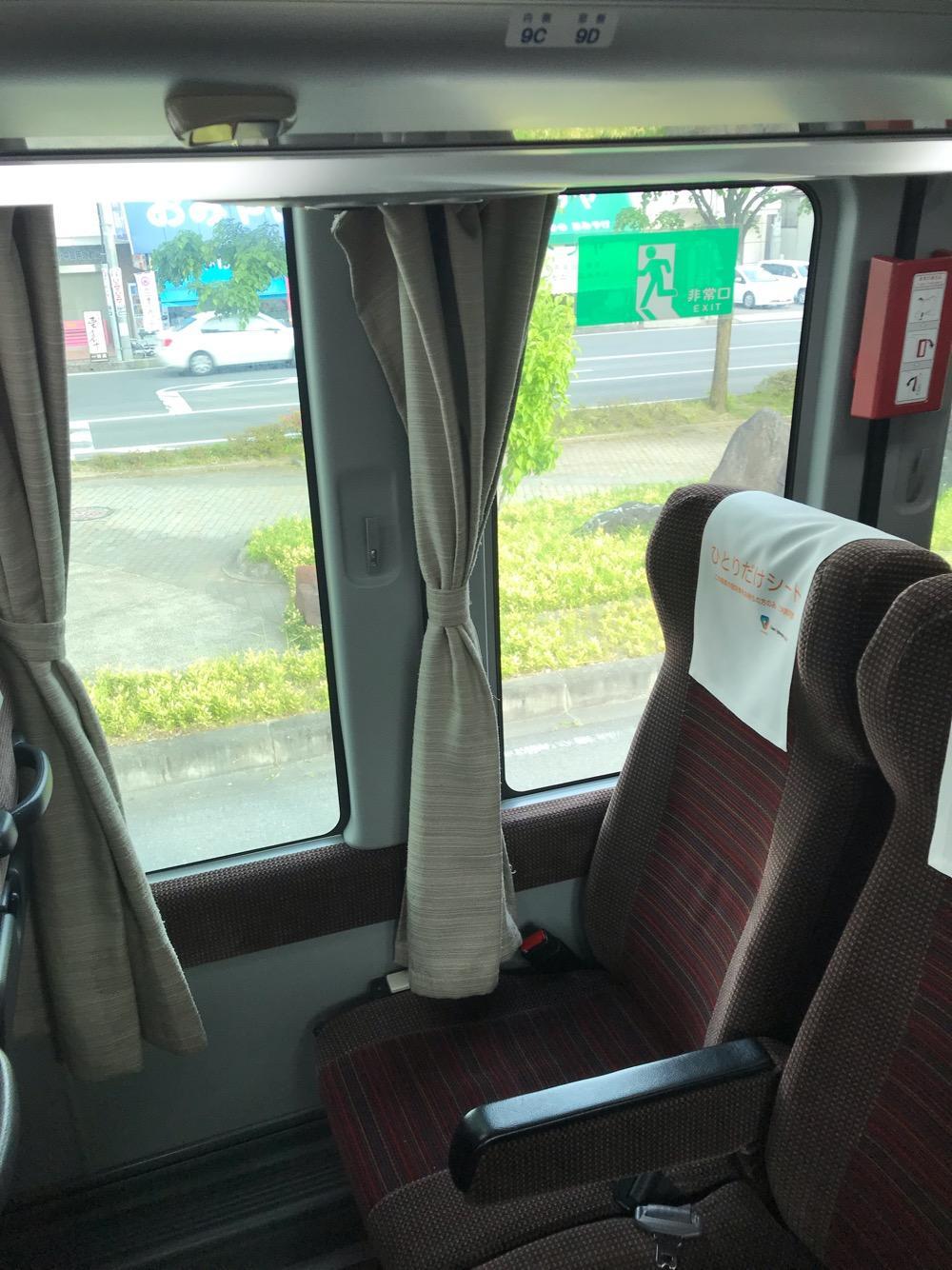 飯田駅からバスタ新宿までの高速バス車内の後部座席「ひとりだけシート」