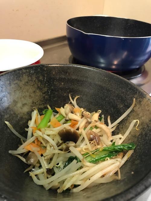 フライパンで炒め終わった野菜