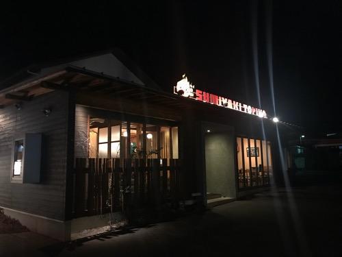 炭焼トリコの店舗外観(夜の様子)