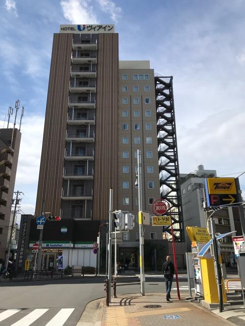 ヴィアイン名古屋新幹線口の昼の建物外観