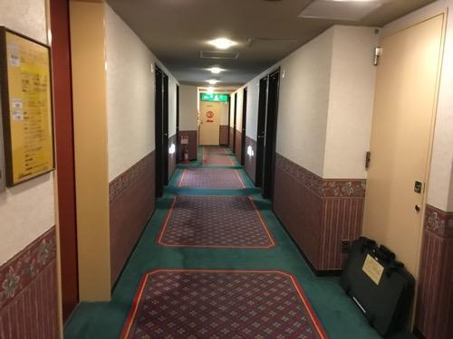 ニイガタステーションホテルの客室前の廊下