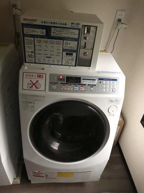湯之谷温泉のゲストハウス用のコインランドリー室のコイン式全自動洗濯乾燥機(SHARP ES-HD63P)