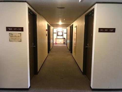 ホテルターミナルインの客室前の通路