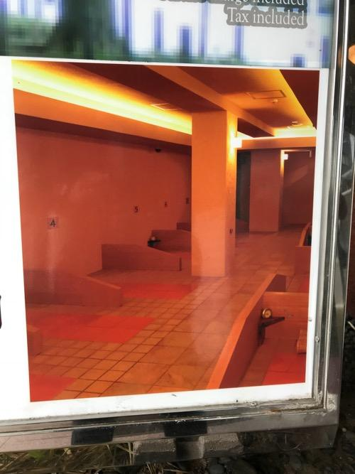 ホテルターミナルインの抗酸化陶板浴ゆらく駅南の看板の拡大写真(陶板浴の寝床の写真)