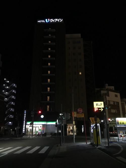 ヴィアイン名古屋新幹線口の夜の建物外観