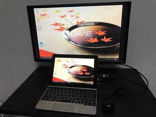 100円ショップ・ダイソーで購入したHDMI変換アダプタでNECタブレットPCとI-O DATAの23.8型液晶ディスプレイをHDMIケーブルで接続した様子