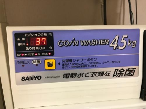 金沢シティホテルのコインランドリの洗濯機の洗濯中のデジタル表示部
