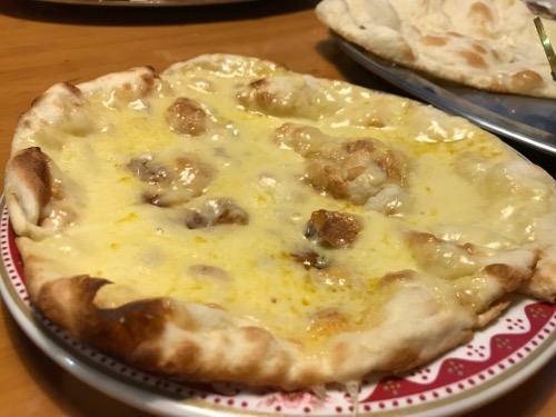 チキンカリーのチーズナン