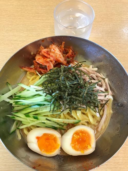 来来亭の特製冷麺(味玉子、キムチ入り)