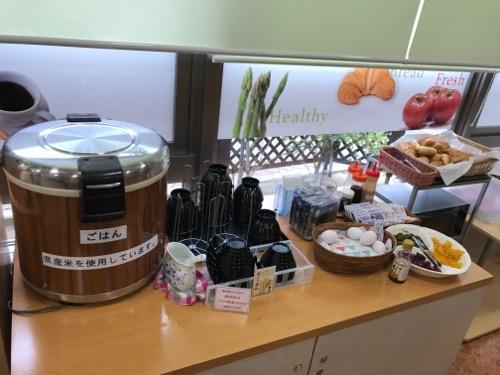 アビスイン岡山の朝食バイキングのご飯とパンのコーナー