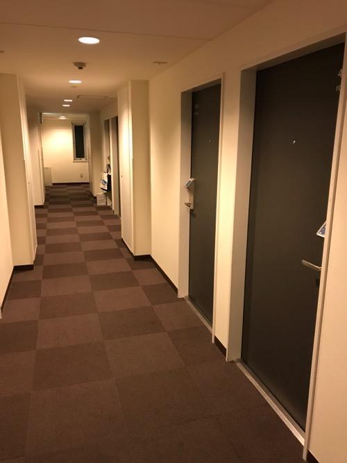スーパーホテル岡崎の客室前廊下