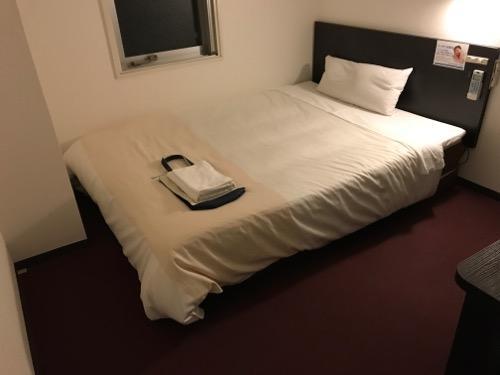 スーパーホテル岡崎の禁煙シングルルームのベッド
