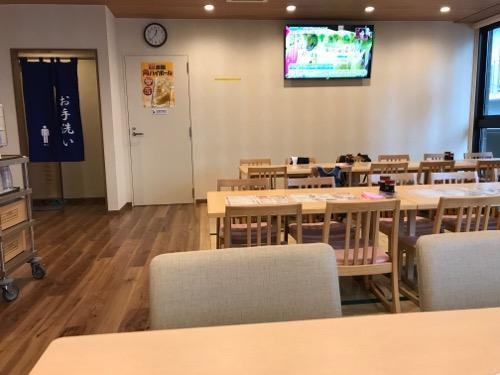 東京都台東区根岸の銭湯・萩の湯の食事処こもれびのテーブル等