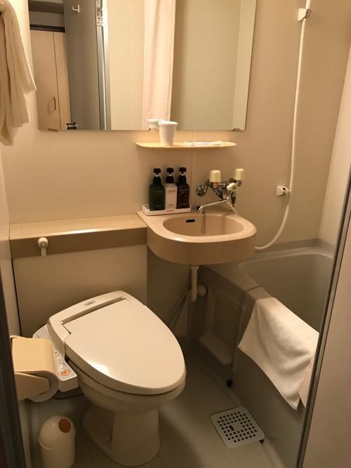 ターミナルアートインのシングルルームのユニットバス(トイレ、洗面台、浴槽)