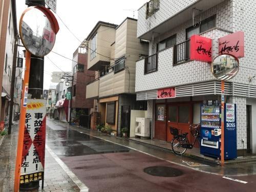 せきぐちラーメン末広店の店舗外観と周辺風景の写真