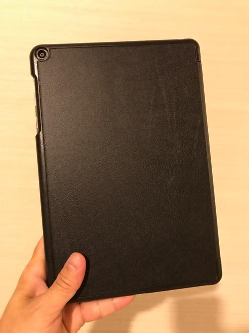 TrocentのASUS ZenPad 3S 10 (Z500KL)専用のタブレットケース装着時の様子(裏面)