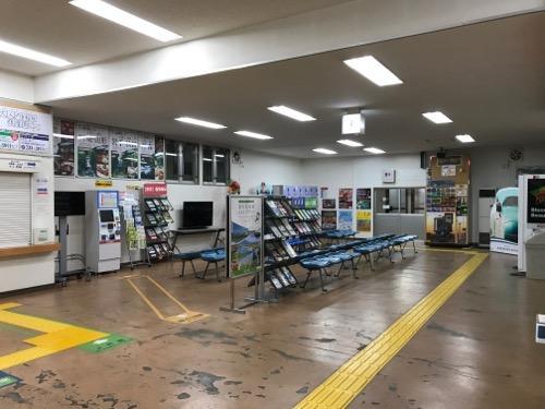 五稜郭駅の改札口前の待合室