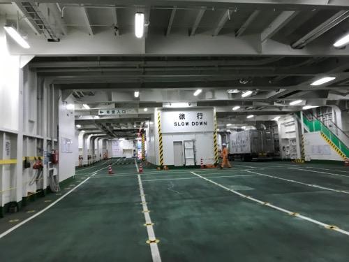 津軽海峡フェリーのブルードルフィンの車両甲板