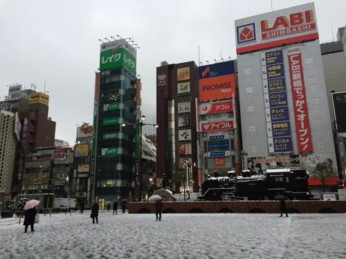 雪景色の新橋駅SL広場の様子(2015年1月18日午前7時35分頃の様子)