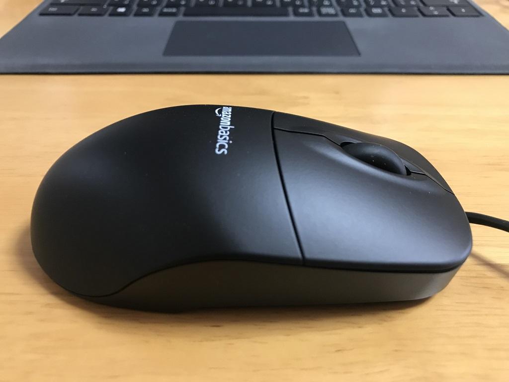 Amazonベーシック マウス USB有線 ブラック(右側面)