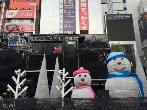 新橋SL広場クリスマスイルミネーションの雪だるまとサンタクロース