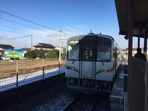 井原鉄道・井原線の神辺駅ホームに停車中の列車