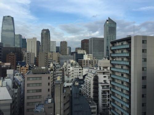 アパホテル新橋御成門の客室内からの眺めー朝の風景