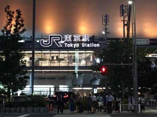 JR東京駅八重洲中央口の駅看板