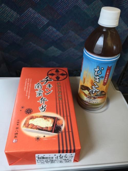 東京駅の駅弁「笹八調製チキン南蛮弁当」