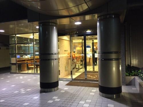 東横イン名古屋丸の内の玄関
