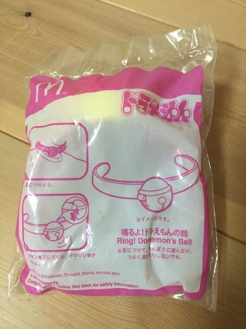 マクドナルドのおもちゃ「鳴るよ!ドラえもんの鈴」の包装袋の説明書きなど