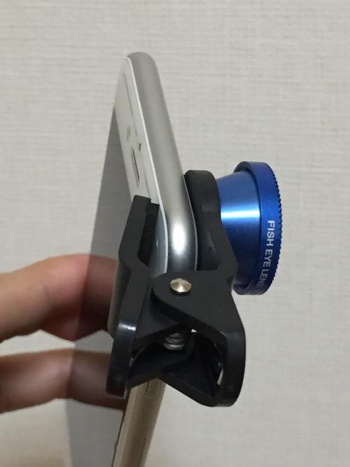 100円ショップ・ダイソーの魚眼タイプスマホレンズ(iPhone 6装着時の様子)