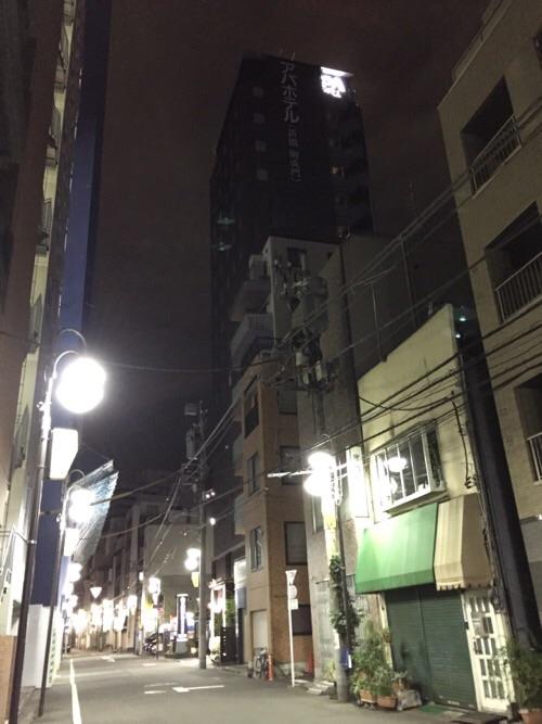 アパホテル新橋御成門の外観(夜の様子)