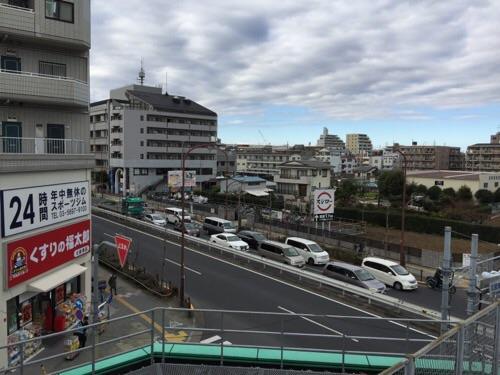 東京メトロ千代田線北綾瀬駅の駅ホーム終端から眺めた北西側の風景