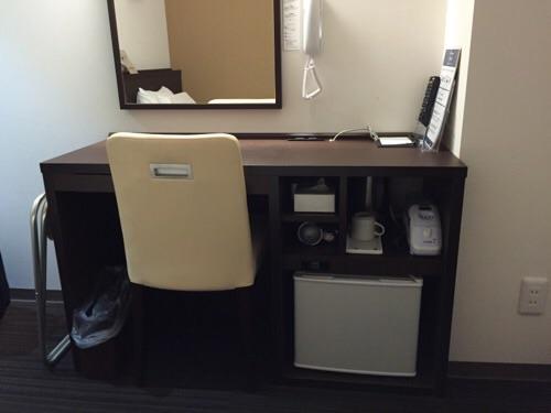 ABホテル名古屋栄(客室内の机と椅子)