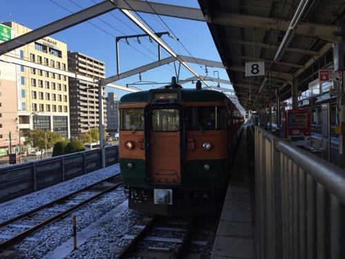 JR福山駅8番ホームに停車中の福塩線・府中行の列車