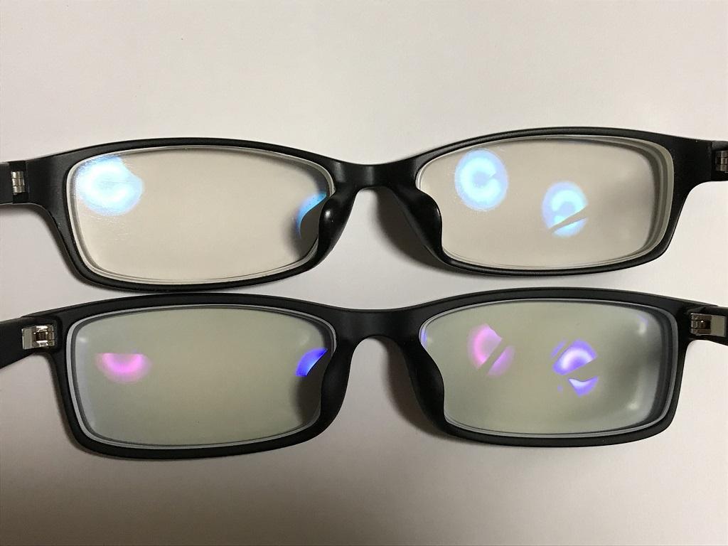 ジンズで購入したブルーライトカットレンズの眼鏡2つ(上:13%カット、下:40%カット)。裏側より。白い画用紙の上にて。レンズ部分の拡大写真。