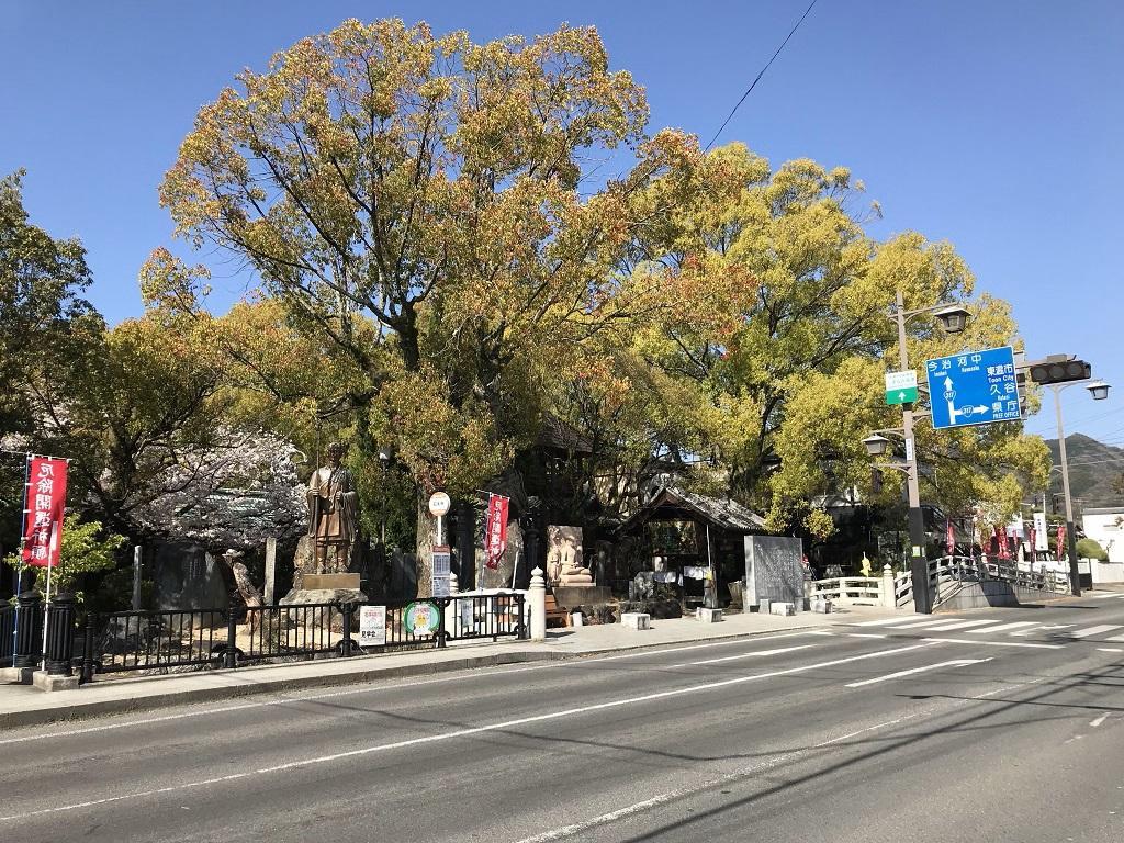石手寺前の三好食堂周辺の風景