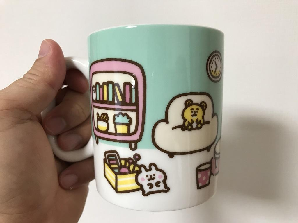 カナヘイくじ 2020 マグカップ「ピスケ&うさぎ」(マグカップを左手で持った時に見える小さな白いうさぎと黄色いくま)
