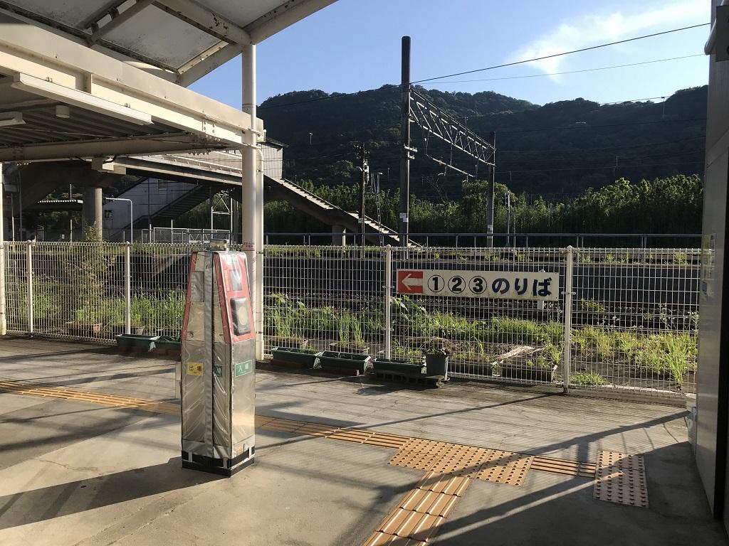 JR幸崎駅の改札口付近、(1)(2)(3)番のりばへの案内