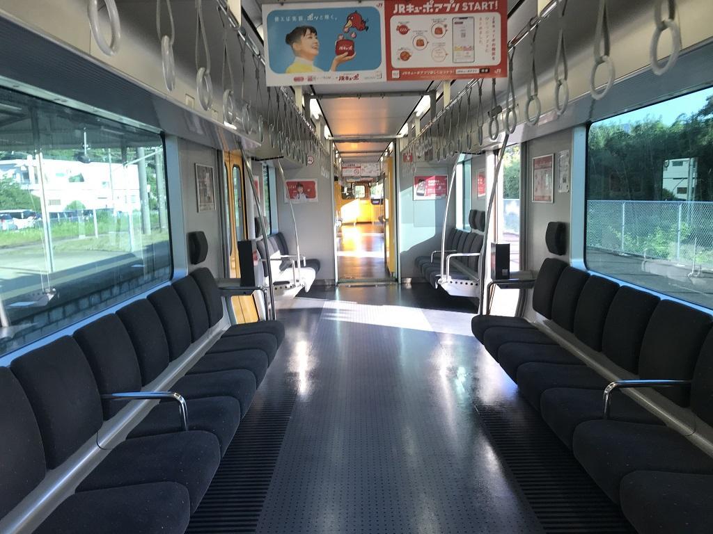JR幸崎駅で停車中の17時40分発大分行の列車内