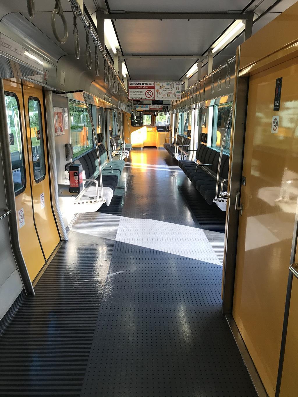 JR幸崎駅で停車中の17時40分発大分行の列車内(トイレ付近)