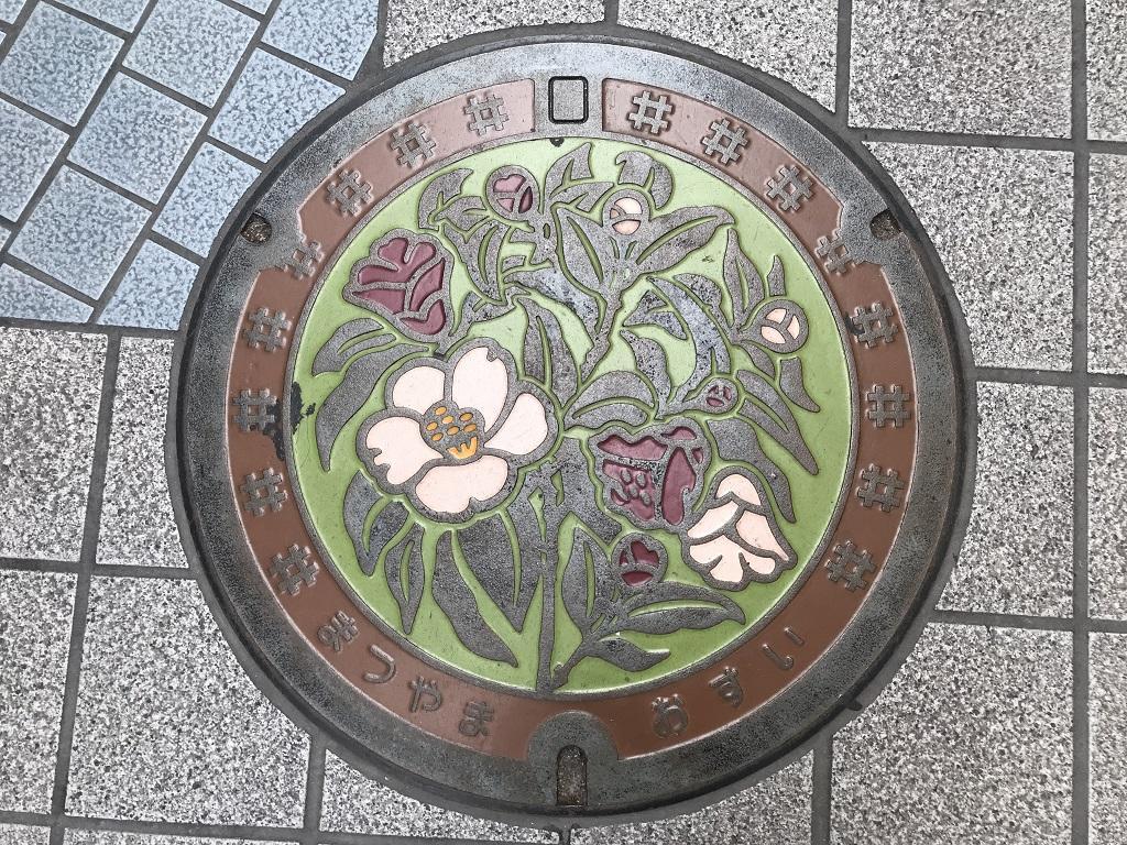 愛媛県松山市のマンホールの蓋 - 道後商店街のマンホールの蓋