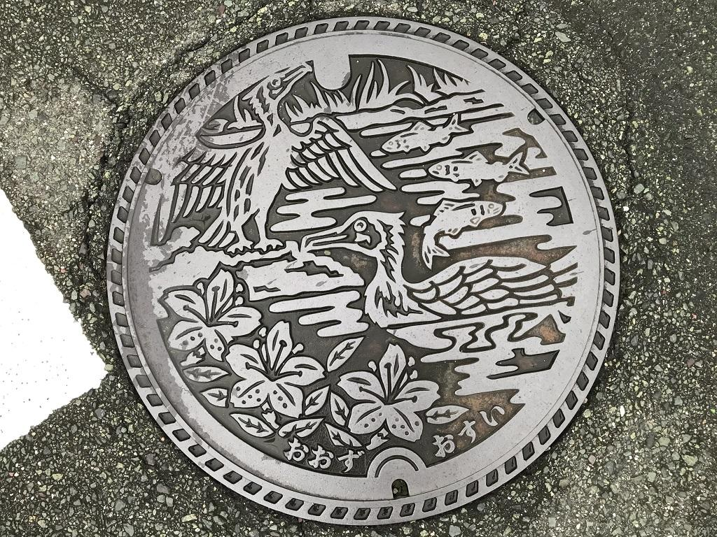 愛媛県大洲市のマンホールの蓋(おおず おすい) - 少彦名温泉 大洲 臥龍の湯前にて
