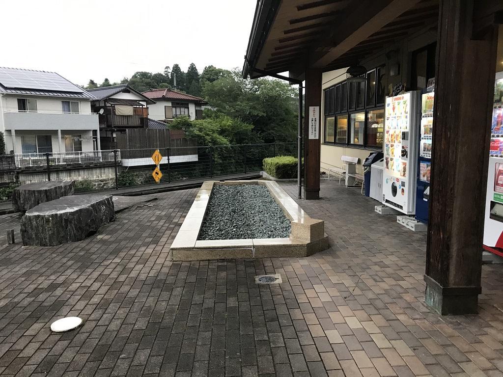 少彦名温泉 大洲 臥龍の湯の入口前の休憩所