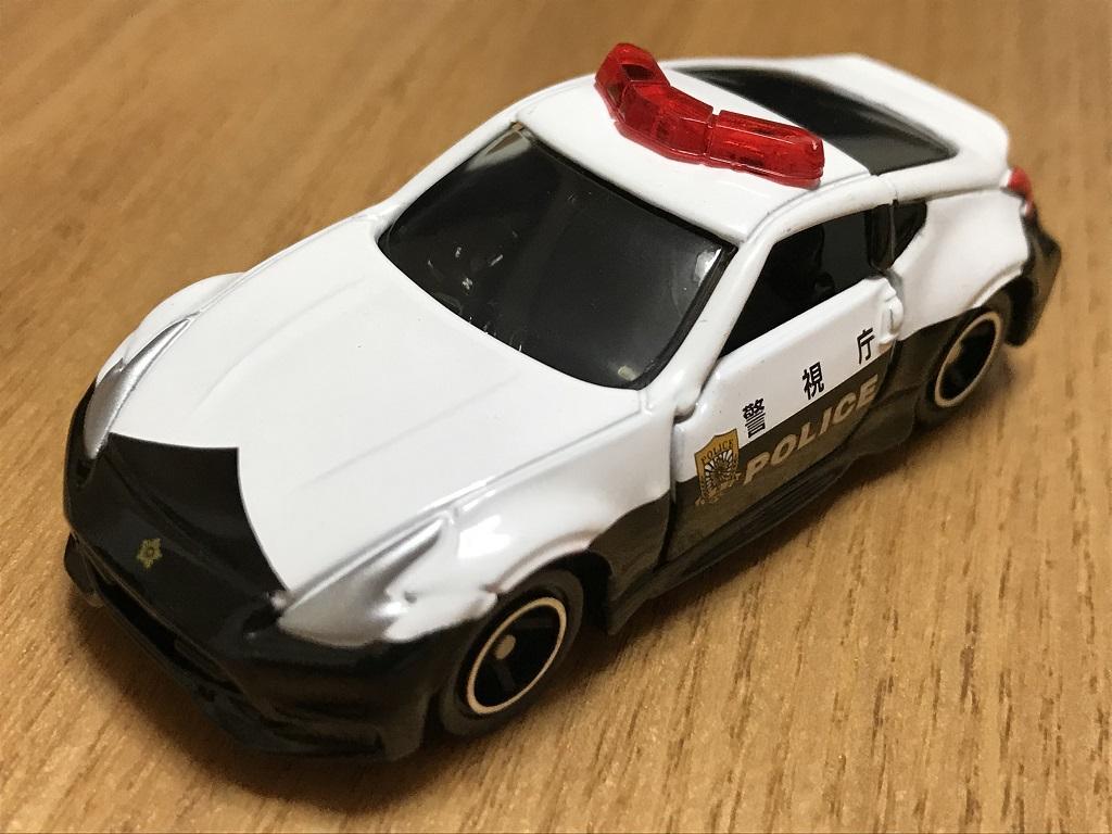 トミカ No.61 日産 フェアレディZ NISMO パトロールカー(前方・斜めから見た様子)